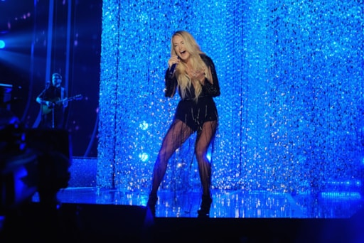 Carrie Underwood S New Sunday Night Football Theme Gets Mixed