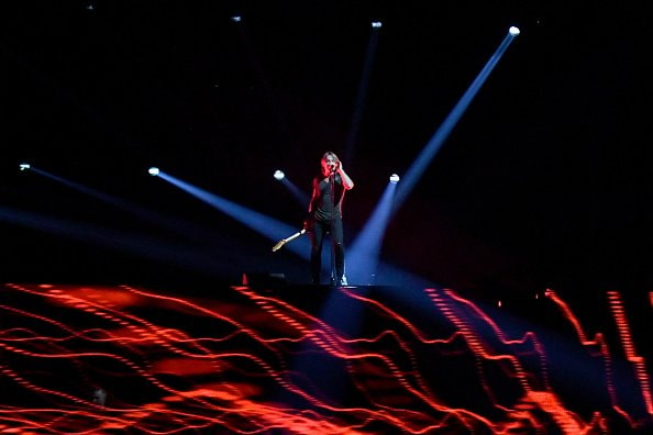 Singer-songwriter Keith Urban performs onstage during the 52nd annual CMA Awards at the Bridgestone Arena on November 14, 2018 in Nashville, Tennessee.  (Photo by Michael Loccisano/Getty Images)