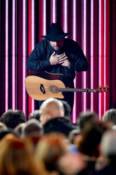 Singer-songwriter Garth Brooks performs onstage during the 52nd annual CMA Awards at the Bridgestone Arena on November 14, 2018 in Nashville, Tennessee.  (Photo by Michael Loccisano/Getty Images)
