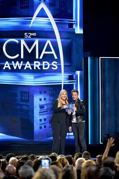 Trisha Yearwood and Dennis Quaid present onstage during the 52nd annual CMA Awards at the Bridgestone Arena on November 14, 2018 in Nashville, Tennessee.  (Photo by Michael Loccisano/Getty Images)